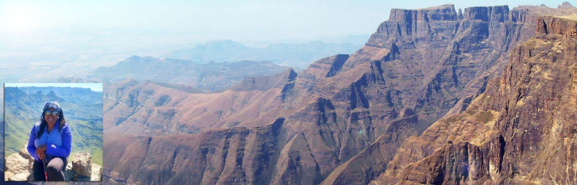 Drakensberg hikes - view of The Amphitheatre